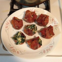 Prosciutto Cups Recipe - This is one of my favorite appetizers I make on the holidays when it's my turn to cook. It's very tasty if you like prosciutto, garlic, spinach, and ricotta cheese. Adjust the measurements to suit your preferences. Please enjoy.