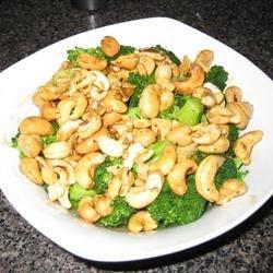 (Tastes Like Takeout) Garlic Cashew Broccoli