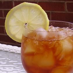 Smooth Sweet Tea Recipe and Video - Southern sweet tea, perfect for hot summer days!
