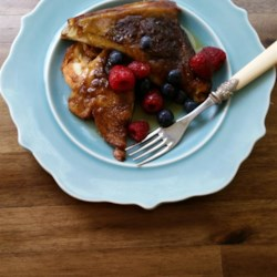 Best Oven Baked French Toast Recipe and Video - Your family will love this classic oven-baked French toast sweetened with a buttery combination of cinnamon and brown sugar.