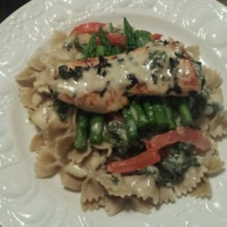 Light Tuscan Garlic Chicken Recipe - Whole wheat linguine is topped with a creamy spinach sauce and pan-seared chicken for a lighter Tuscan-inspired garlic chicken dish.