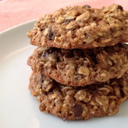 Clean Breakfast Cookies Recipe - Oats, whole wheat flour, flax, chocolate chips, and almond butter come together to make these delicious 'clean' breakfast cookies your whole family will enjoy.