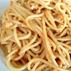 Spicy Asian Peanut Pasta Recipe - This quick and easy Asian-inspired pasta dish with a smooth and spicy peanut sauce can be served warm or cold.