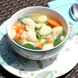 Easy Chicken and Gnocchi Soup Recipe - This quick recipe for chicken and gnocchi soup is perfect for those chilly fall and winter nights, and is easy enough to make on a weeknight.