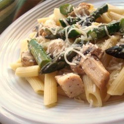 Penne with Chicken and Asparagus Recipe - A light but super-tasty pasta dish, with fresh asparagus cooked in broth with sauteed garlic and seasoned chicken.