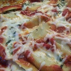 Pasta Shells Florentine Recipe - Everything about this entree is big. Big pasta shells, lots of great ingredients, and a huge success when you serve it to your guests. The shells are stuffed with oodles of cheese, spinach and tasty seasonings. And then they're smothered in spaghetti sauce.