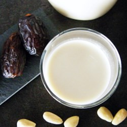 Simple Almond Milk Recipe - Homemade almond milk is easy to make using this simple DIY recipe with only 3 ingredients.