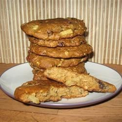 Best Breakfast Cookie Recipe - This is a  soft cakey cookie you will love; it is made with raisins, walnuts, fruit puree and rolled oats.