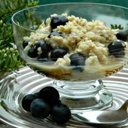 Blueberry Maple Syrup Oatmeal Recipe - Blueberry oatmeal with maple syrup is a quick and easy breakfast for busy weekday mornings.