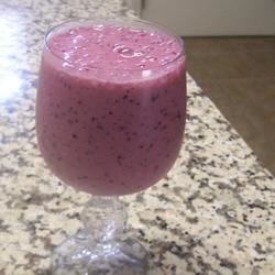 Berry Good Smoothie II Recipe - A delicious way to get your '5-a-day.' It's a quick and easy breakfast, but great any time of day! Nectarines, strawberries, and blueberries blended with nonfat milk and ice!