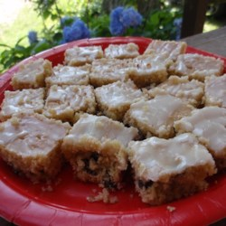 Rum Glazed Raisin Bars Recipe - An eye-catching treat. Great for special occasions or after school snacks.
