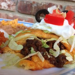 Taco Ring Recipe - This recipe for a taco ring is a quick and easy meal to prepare for the whole family using crescent roll dough, ground beef, Cheddar cheese, and sour cream.