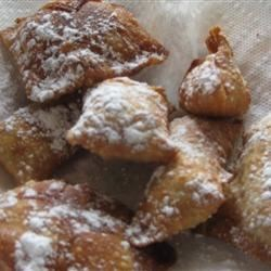 Rhubarb Wontons Recipe - This is an Asian twist on rhubarb pie.  Sweet and tangy rhubarb is wrapped in a wonton wrapper and fried to make a sweet treat with a nice crunch!