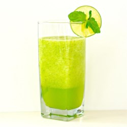 Refreshing Tangy Cucumber Juice Recipe - Cucumber juice with a kick, thanks to green chile pepper and mint added to the mix, is a refreshing summer drink.