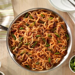 One Pan Linguine with Asparagus and Bacon Recipe - For a quick weeknight meal, this linguine in traditional tomato sauce with asparagus, bacon, and cheese couldn't be easier.