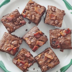 Bacon Brownies Recipe - Everything is better with bacon. Even brownies? Yes, even brownies!