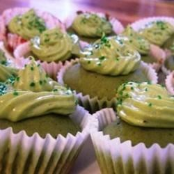 Cupcakes with green tea cream cheese frosting