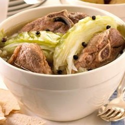 Farikal Recipe - This is a popular meat dish from Southern Norway. Lamb and cabbage are layered and stewed with peppercorns. Serve with boiled potatoes that have been sprinkled with parsley.