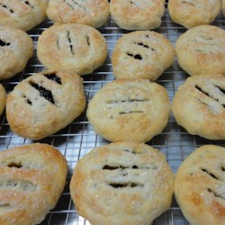 Eccles Cakes Recipe - A sweet currant and mixed peel filling is baked in puff pastry in these traditional English pastries.