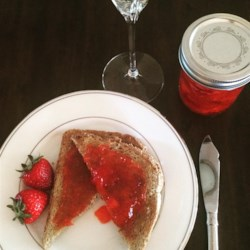 Strawberries and Champagne Jam Recipe - A beautiful strawberry jam with a hint of champagne makes a tasty gourmet gift for the holiday season!