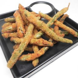 Deep Fried Green Beans Recipe - Green beans are breaded and deep-fried into a crunchy golden appetizer nobody can resist. Serve with ranch dressing.