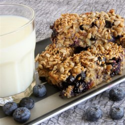 Blueberry Banana Breakfast Bars Recipe - Blueberry and banana breakfast bars are loaded oats, figs, almonds, and sunflower seeds for a healthy, on-the-go breakfast or snack.