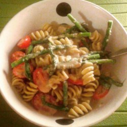 Vegetarian White Bean 'Alfredo' with Linguine Recipe - Mashed navy beans thicken the sauce in this reduced-fat version of linguine Alfredo.