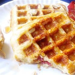 Brown Sugar Bacon Waffles Recipe - These waffles with bacon and brown sugar are perfect for those lazy weekend mornings when you have time to wake up late and still have time to cook breakfast! They are deliciously irresistible.