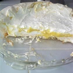 Angel Pie Recipe - If you like lemons, then you 'll love this creamy pie. It calls for lemon juice, lemon rind and a sprinkling of lemon zest. The lemon filling is sandwiched between layers of whipped cream and topped with a yummy meringue crust that is dusted with lemon zest.