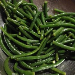 Lemon String Beans Recipe - Crisply-cooked green beans get tossed with garlic, lemon juice, and olive oil for a very light-tasting side dish that will delight all summer long.