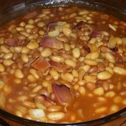 Sue's Beans Recipe - This baked beans recipe was passed on to me by a friend.  You could easily use beans of your choice.