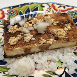 Sesame Seed Baked Tofu Recipe - This baked tofu recipe has the tofu marinate in a soy sauce mixture in which is is also baked. Garnish with sesame seeds.