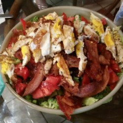 Bacon and Egger Dinner Salad Recipe - A refreshing yet hearty dinner salad with bacon, eggs, and vegetables, that takes no time to whip up! You can use any vegetables you have on hand, but the idea is to use 'green ones'. This recipe was passed on from my father-in-law to my husband. They have a Dutch name for it which means 'good stuff', which it is!