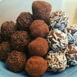 Rum Truffles Recipe - Premium quality dark chocolate, cream, cake crumbs and rum are the essentials in these exquisite morsels. These truffles will be soft inside despite that it feels firm on the outside. You only need to store them in a cool place, but not necessarily the fridge.