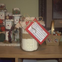 Gingerbread Cookie Mix in a Jar Recipe - Gingerbread Cookie Mix layered in a one quart canning jar. Great Christmas gift. Place a circle of gingerbread fabric between lid and ring and tie a gingerbread man cookie cutter onto jar with ribbon!