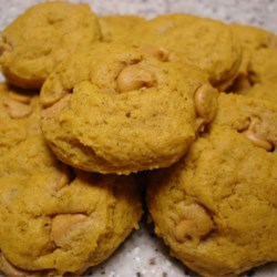 Pumpkin Cookies I Recipe - Yummy pumpkin cookies with spices and butterscotch morsels. Moist and delicious.
