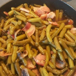 Best Green Beans Recipe - This recipe uses canned French cut green beans, combined with fresh bacon, mushrooms, and garlic for a tasty side dish.