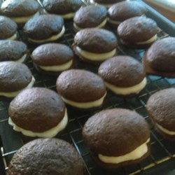World's Best Maine Whoopie Pies - Ayuh Recipe - These chocolatey double cookies filled with fluffy white marshmallow frosting from Maine are wicked good, ayuh. Freeze them and they'll be ready for snacking anytime.