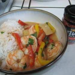Shrimp Red Thai Curry Recipe - This is the quickest and easiest shrimp red Thai curry recipe ever. Great for an impressive dinner party, because it tastes great but hardly takes any time at all (especially if you buy your prawns already peeled). Serve with hot jasmine rice.