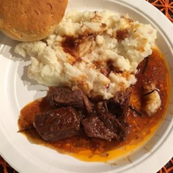 Fast and Easy Slow-Cooked Short Ribs Recipe - Slow-cooked short ribs topped with chili sauce and French onion soup is quick to prepare in the morning and is ready by dinner.