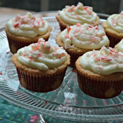 Peppermint Cupcakes with Marshmallow Fluff White Chocolate Frosting Recipe - Peppermint cupcakes with marshmallow fluff white chocolate icing are a minty treat to bring to Christmas and holiday parties.
