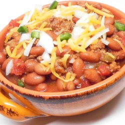 Tray's Spicy Texas Chili Recipe - Ground beef is slowly simmered in a spicy blend of tomatoes, habanero pepper, jalapeno pepper, and a splash of amber beer in this hearty chili.