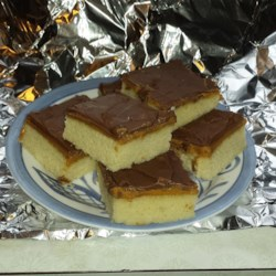 Peanut Butter Tandycakes Recipe - This is a yellow cake.  Peanut butter and milk chocolate are spread over the cake, making it a peanut butter candy cake.