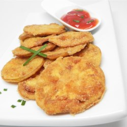 Sarah's Fried Green Tomatoes Recipe - Use panko bread crumbs for texture and a bit of cayenne pepper for a kick of heat in your breading in this recipe for fried green tomatoes.