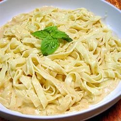 To Die For Fettuccine Alfredo Recipe and Video - Fettuccine pasta tastes its best when served in a rich, creamy Parmesan cheese sauce made with real cream and butter.