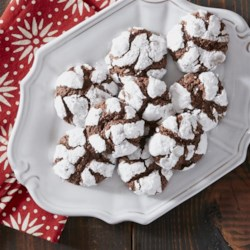 Chocolate Mint Crinkle Cookies from Reynolds(R) Parchment Paper Recipe - Mint and chocolate meet again in everyone's' favorite chocolate cookie. Who knew these chocolaty crinkle cookies are so easy to bake?