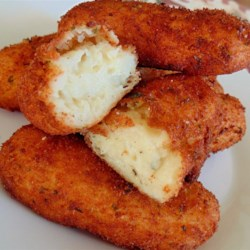 Potato Logs Recipe - Deep fried seasoned mashed potatoes make tasty little appetizers. Dip them in butter or gravy for a real flavor sensation!