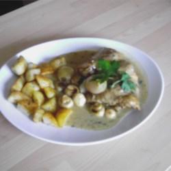 Pork Chops in White Wine Recipe - Fragrant white wine and mushrooms with pork chops.