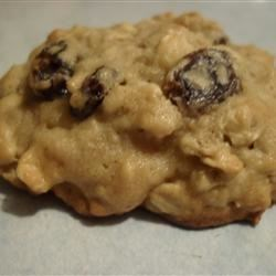 Coffee Liqueur Raisin Cookies Recipe - Oatmeal cookies with coffee liqueur-soaked raisins and optional white chocolate chips and walnuts.