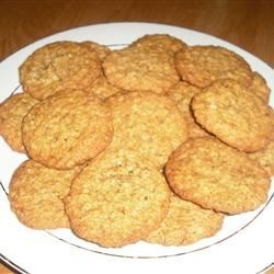 Oatmeal Crispies I Recipe - This recipe makes delicious oatmeal cookies with walnuts that will remind you of grandma's cookies!